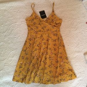 Yellow floral strappy dress S